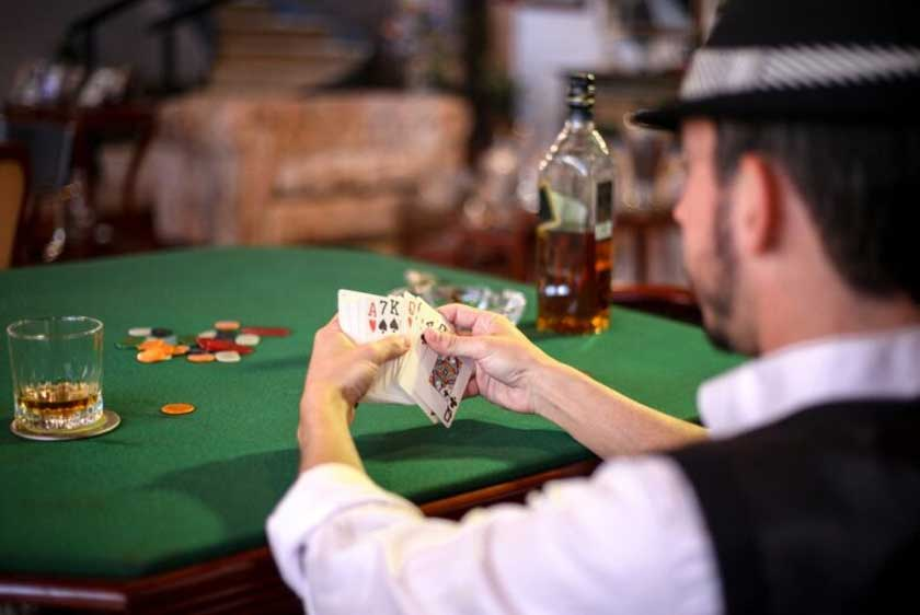 How Do Professional Gamblers Make Most Of Their Money
